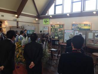 カリンバの会 山口会長による展示説明